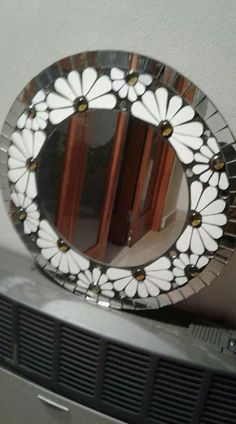Horn and mop mirror Mosaic Tile Art, Mirror Mosaic, Mosaic Crafts, Mosaic Glass, Stained Glass Mirror, Stained Glass Flowers, Stained Glass Panels, Mosaic Windows, Mosaic Flowers