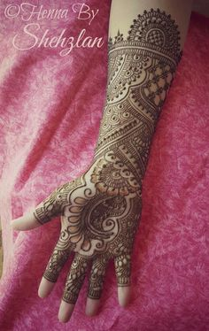 Shehzlan is a professional henna/mehndi artist based in the Houston/Sugarland area.  email: hennabyshehzlan@hotmail.com #henna #mehndi #bridalhenna #bridalmehndi Peacock Mehndi Designs, Indian Henna Designs, Khafif Mehndi Design, Mehndi Designs Feet, Latest Bridal Mehndi Designs, Full Hand Mehndi Designs, Mehndi Designs 2018, Modern Mehndi Designs, Mehndi Design Pictures