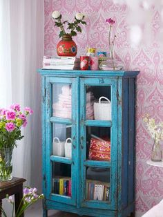 [CasaGiardino] ♡ House of Turquoise: Sanna & Sania + Candace Rose Giveaway! House Of Turquoise, Furniture Makeover, Home Furniture, Vitrine Vintage, Vintage Bookcase, Vintage Cabinet, Deco Boheme Chic, Deco Retro, Cottage Style