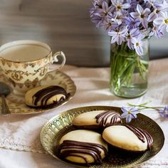 """I've given my 💖Pryaniki cookies a choccie makeover, and don't they look so elegant! 👍🏻 I have amassed an impressive 📸gallery📷 of biscuits based on a traditional biscuit from another culture and country.🇸🇩🇸🇾🇹🇱🇹🇬🇹🇼🇸🇷🇸🇿🇹🇯🇹🇰🇸🇪🇹🇿🇹🇴🇹🇨🇹🇲🇹🇷🇹🇳🇻🇮🇺🇬🇺🇦🇦🇪🇻🇺🇺🇿🇺🇾🇺🇸🇺🇸🇻🇪🇻🇳🇼🇫🇪🇭🇪🇭🇿🇼🇿🇲🇾🇪🇻🇦🇬🇧🇹🇻🇹🇹🇹🇹🇹🇭🇨🇭 I find these treasures in old cookbooks and think, """"hmmmm....com'on into Jezza's bird's nest and let's recreate you in a gluten…"""