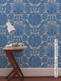 Tapete: Woodland Story, porcelaine blue - Die TapetenAgentur