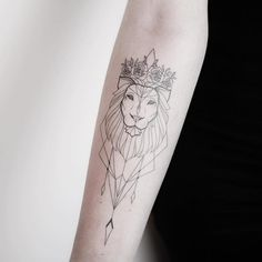 INCREDIBLE tattoos for many who are of the lion signal - Tattoos for Couples,Tattoos for Women Small Lion Tattoo For Women, Crown Tattoos For Women, Tattoos For Kids, Tattoo Girls, Lion Tattoo With Crown, Leo Lion Tattoos, Barbie Tattoo, Change Tattoo, Geometric Lion Tattoo