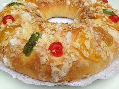 Larecetaque os traigo esun clásico en las mesas españolaspara el día de Reyes. Quizás el recuerdo que tenemos todos de saborear un buen trozo de roscón disfrutando de los regalos que en esa noche tan mágica nos han traído los Reyes Magos de Oriente, hace que este pan dulce tenga un valor especial. Hoy os …