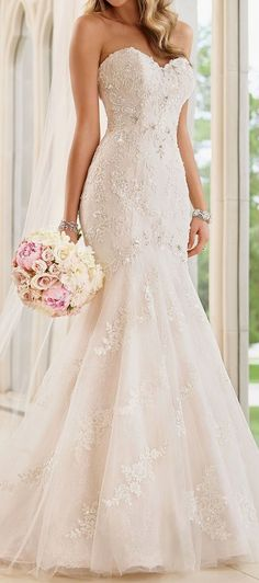 Elegant wedding dress. Ignore the soon-to-be husband, for the present time lets concentrate on the bride whom thinks about the wedding as the best day of her life. With this basic fact, then it is certain that the bridal gown has to be the best.