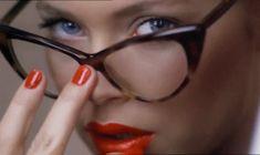 Post  #: Na falta de uma boa visão/ ela enxerga tudo com o ...