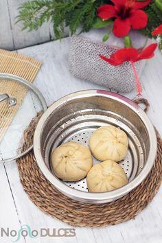 Receta de los tradicionales Baozis chinos rellenos de verduras variadas. Receta vegana con setas, calabacín, cebolla, pimiento y especias chinas