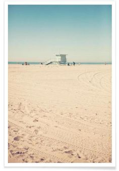 Santa Monica Beach Hut als Premium Poster von Catherine McDonald | JUNIQE