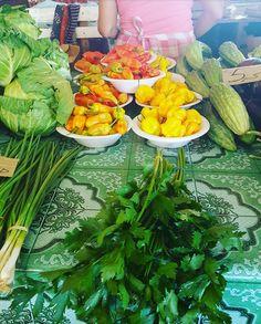 "Hete Pepers. 🌶""Kankantrie versmarkt Suriname:"