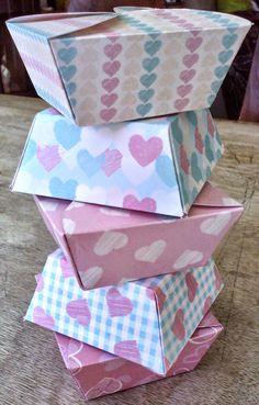 5 Boîtes forme pétales en papier motif coeurs   par AGOHPATTERNS