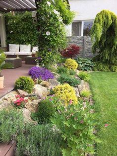 Sloped Backyard, Small Backyard Gardens, Backyard Patio Designs, Big Garden, Small Garden Design, Terrace Garden, Small Gardens, Home And Garden, Terraced Landscaping