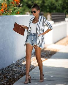 Striped Blazer Outfit, Blazer Outfits Casual, Look Blazer, Sweater Dress Outfit, Blazer And Shorts, Cute Casual Outfits, Sweater Outfits, Chic Outfits, Spring Outfits