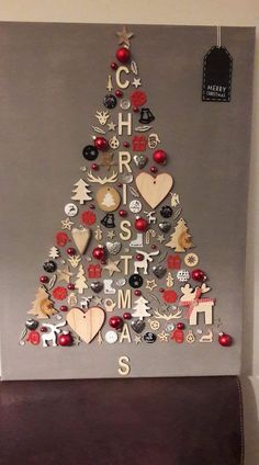 DIY Christmas Wall Decor Ideas for 2019 that spells out the Christmas joy in the most appropriate way - Saudos Skinny Christmas Tree, Wall Christmas Tree, Unique Christmas Trees, Alternative Christmas Tree, Christmas Tree Themes, Simple Christmas, Christmas Crafts, Natural Christmas, Christmas Truce