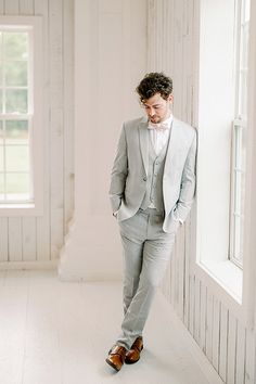 Light Grey Suits Wedding, Grey Tuxedo Wedding, Linen Wedding Suit, Linen Suit, Wedding Linens, Wedding Suits, Wedding Dresses, Blush Wedding Theme, Bow Tie Wedding