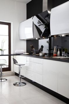 Discover recipes, home ideas, style inspiration and other ideas to try. Kitchen Room Design, Kitchen Dinning, Kitchen Cabinet Design, Interior Design Kitchen, Kitchen Decor, Küchen Design, Deco Design, Stairs In Living Room, Modern Kitchen Cabinets