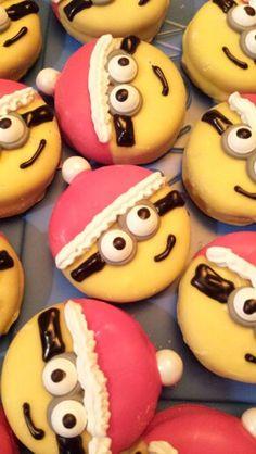 Santa Minion. Yellow chocolate dipped Oreos.