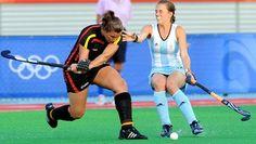Julia Müller (l.) im Spiel gegen Argentienien bei Olympia 2008 in Peking