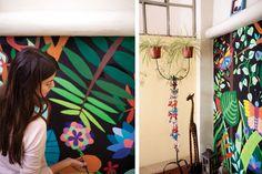 Deco: la casa de Shumi Gauto  El mural viste la pared que conduce a la planta alta de la casa. Foto:Gustavo Sancricca