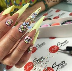 Pin by racquel williams on nail deco in 2019 ногти, маникюр, Long Nail Designs, Beautiful Nail Designs, Nail Art Designs, Edge Nails, Perfect Nails, Gorgeous Nails, Nail Art Arabesque, Nail Deco, Nagel Bling