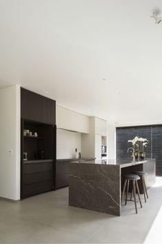 Modern Kitchen Cabinets, Modern Kitchen Design, Kitchen Countertops, Kitchen Interior, Kitchen Decor, Coastal Interior, Eclectic Kitchen, Küchen Design, Interior Design