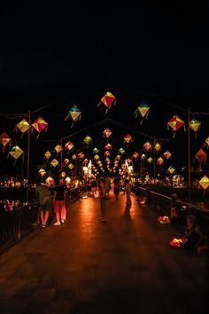 Si tu viens à l'ancien Quartier à Hoi An #Vietnam et tu sors dans la soirée - Photo par Jagabanta Ningthoujam. En savoir plus : https://www.amica-travel.com/vietnam-sites-a-decouvrir/centre-vietnam/hoi-an