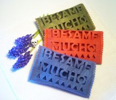 Porta Fazzoletti di Carta collezione #BesameMucho di #DezaYeppa su Etsy Disponibile in verde salvia, rosa antico e azzurro avio. www.facebook.com/DezaYeppa