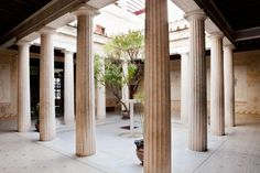 Peristyle | Villa Grecque Kérylos : Palais antique de la côte d'Azur, Beaulieu-sur-Mer © Sophie Lloyd