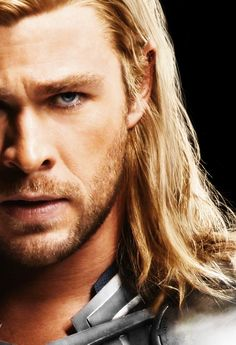 The look of Chris Hemsworth's eyes makes me melt hihi