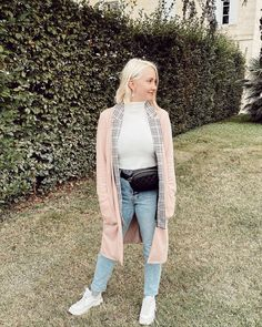 My jeans and tennies were the best shopping decision I made in France, besides a bottle of wine 👟🍷 90s Jeans, Modern City, Luxury Lifestyle, Duster Coat, Luxury Fashion, France, Street Style, Wine, Bottle