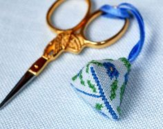 Sylvia's: My first scissors fob ....