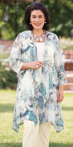 Summer styles for plus-size mother of groom dress: If you son and daughter choose a spring date for their wedding, stay away from heavier fabrics and stick to lighter, more flowy fabrics that accentuate your curves without hugging them too tightly.… Continue Reading →