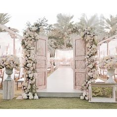 26 Trendy wedding ceremony entrance decor old doors Wedding Aisle Outdoor, Diy Outdoor Weddings, Wedding Aisle Decorations, Wedding Stage, Wedding Ceremony, Wedding Venues, Dream Wedding, Wedding Halls, Wedding Doors