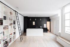Black & white kitchen_@Septembre Architecture
