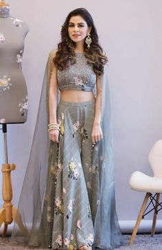 25 Latest Navratri Special Chaniya Cholis and Ghaghra Cholis Design Collection with Pictures 2019 - Buy lehenga choli online Party Wear Indian Dresses, Indian Fashion Dresses, Designer Party Wear Dresses, Indian Gowns Dresses, Party Wear Lehenga, Dress Indian Style, Indian Designer Outfits, Indian Wedding Outfits, Indian Outfits