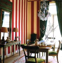 Chic stripes in dining room