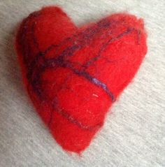 A soft felted heart from Yvonne Raael :-)