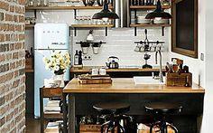 Décor do dia: madeira e tijolos aparentes na cozinha