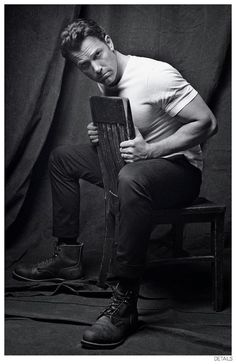 Photographed by Mark Seliger, actor and director Ben Affleck covers the October…