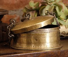 Vintage Wine, Retro Vintage, Copper Vessel, Indian Home Decor, Blue Lagoon, Indian Style, Vintage Home Decor, Decorative Bells, Antique Brass