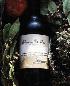 Primer brindis de primavera con un vino blanco natural de la Bodega Barranco Oscuro, el Blancas Nobles Clásico: simply delicious!