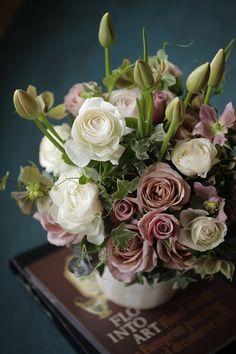 Good Shabbos, Courtyard Wedding, Garden Trees, Purple Flowers, Flower Designs, Floral Arrangements, Wedding Flowers, Succulents, Floral Design