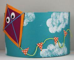 * Vlieger! Ook te gebruiken als er een kind naar een andere school gaat! Crazy Hat Day, Crazy Hats, Summer Art Projects, Summer Crafts, Kite Party, Diy For Kids, Crafts For Kids, Kites Craft, Back To School Gifts