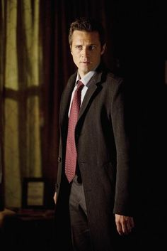 """Seamus Dever on Castle from the episode """"3XK""""."""