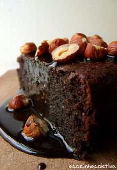 Bolo de Chocolate e Avelã (Chocolate and Hazelnut Cake)