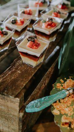 ¿Qué tal estos deliciosos postres de Frutos Rojos para tu boda? Dairy, Cheese, Food, Food Cakes, Events, Essen, Meals, Yemek, Eten