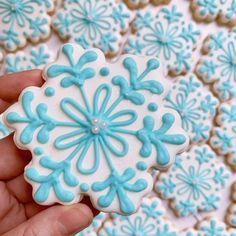 Let it snow . Snowflake Cookies, Holiday Cookies, Royal Icing Cookies, Sugar Cookies, Buzzfeed Food, Cookie Decorating, Cookie Cutters, Snowflakes, Thoughts