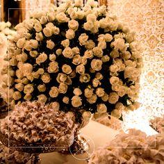 Essa semana foi uma semana florida, por isso vamos nos inspirar com os lindos detalhes da @florescerdecoracoes! Vale a pena conferir esse belíssimo trabalho! #LCB #loveconnectionbrazil #casamento #wedding #decoracaodecasamento #florescer #nossosparceiros #muitoamor