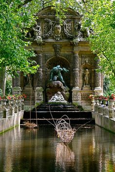 Medici Fountain, Paris  (Copyright Jason Burritt)