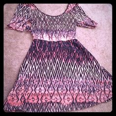 """Beautiful quarter sleeve dress Barely worn Charlotte Russe quarter sleeve dress. Has crossed back with small opening on lower back. Color still vibrant and pattern is beautiful. I am 5'1"""" and the dress hits mid thigh. Charlotte Russe Dresses"""