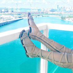 Luxo & glamour: @fesena em Miami com gladiadora #tanarabrasil  Coleção primavera-verão maravilhosa  #shoesfirst #fesena #tanaralovers