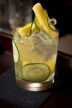 Cucumber del Pacífico: Gin, sake, kyuri, ananá y lychee macerado en syrup de ananá y fresco jugo de lima.